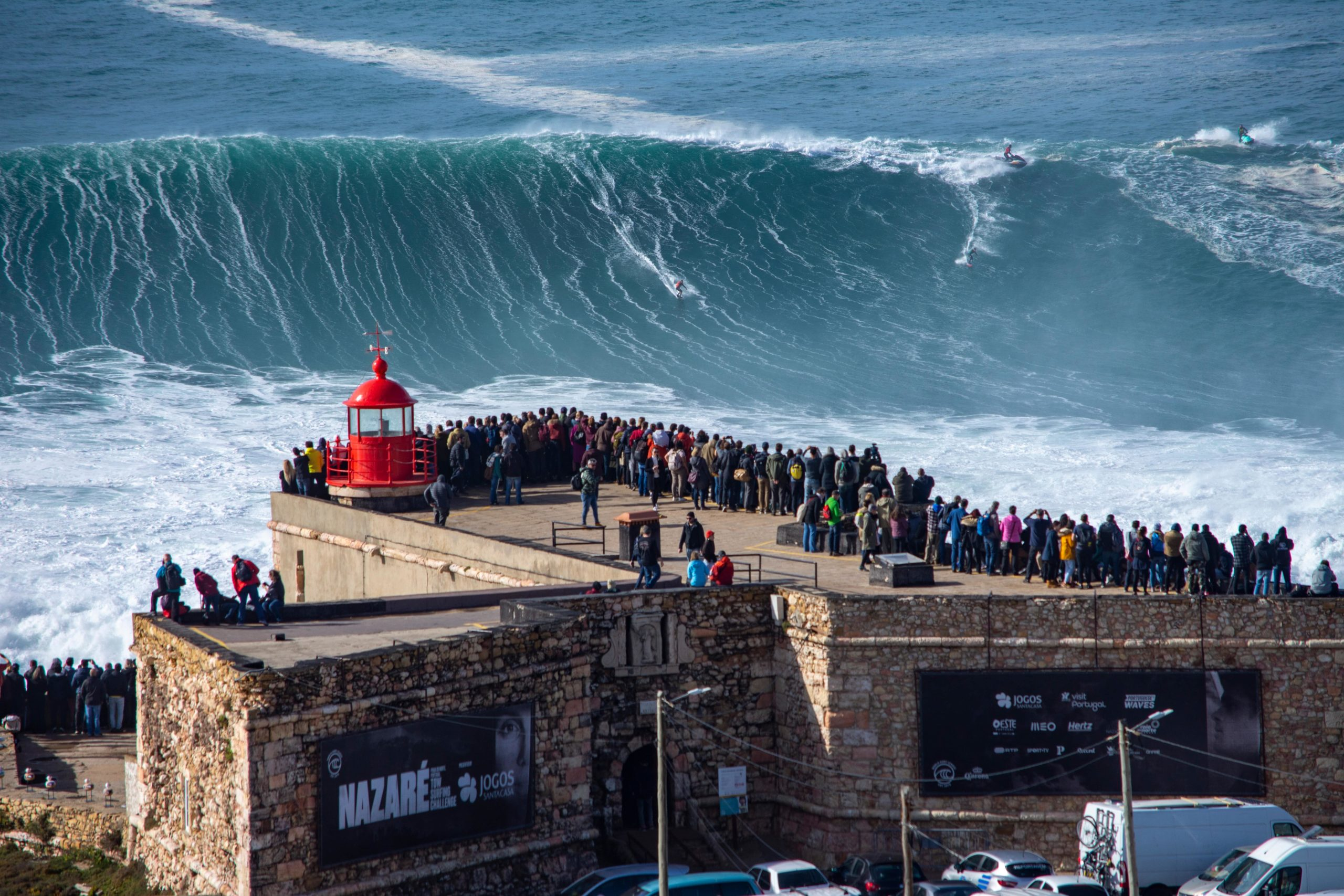Surfing Portugal Nazare