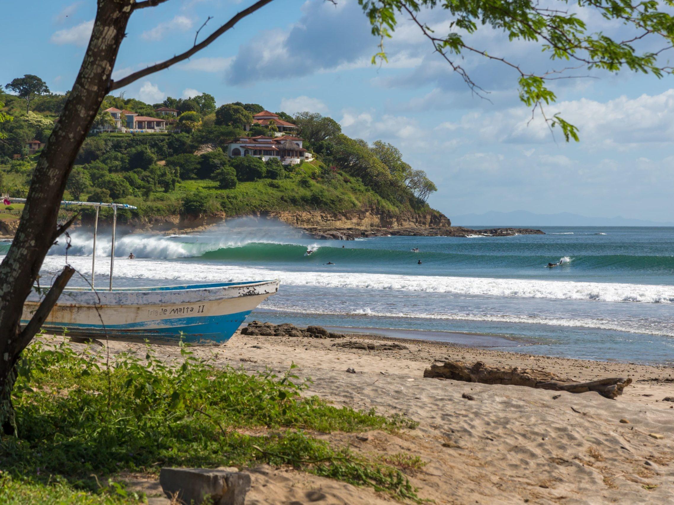 surfing nicaragua