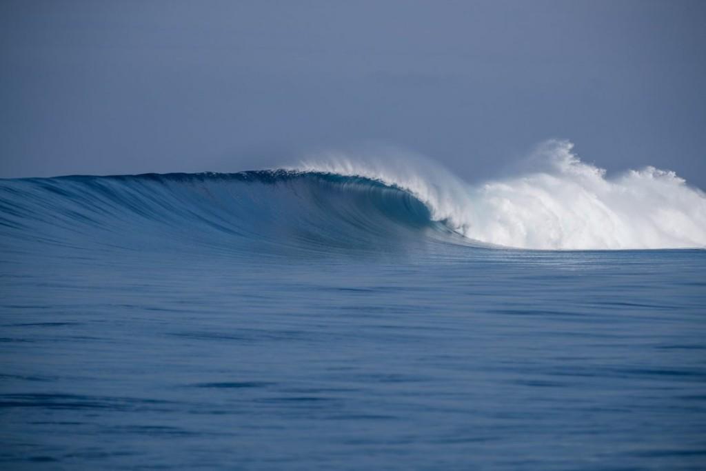 surf spots fiji